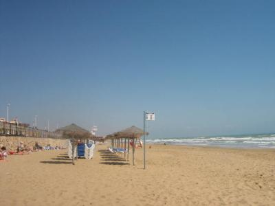 Lovely 2 bed ground floor apartment with stunning pool 15 mins walk sandy beach & near all ameni