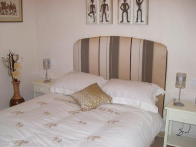 Beautifully furnished quiet 3 bed apartment with pool 5 mins walk to beach and town