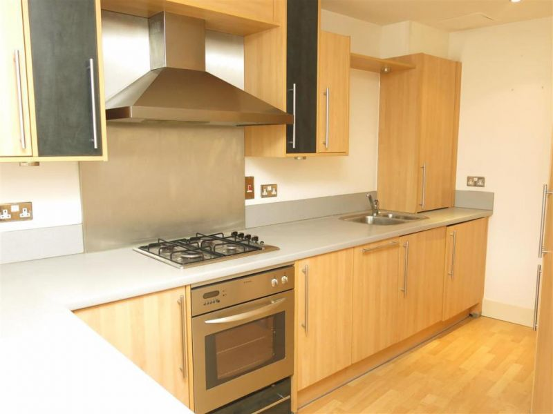 2 bed self catering apartment to rent close to city centre