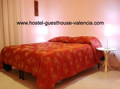 Cheap Hostels - guesthouse in Valencia - 25€ private room - hostel-guesthouse-valencia.com- from Goo