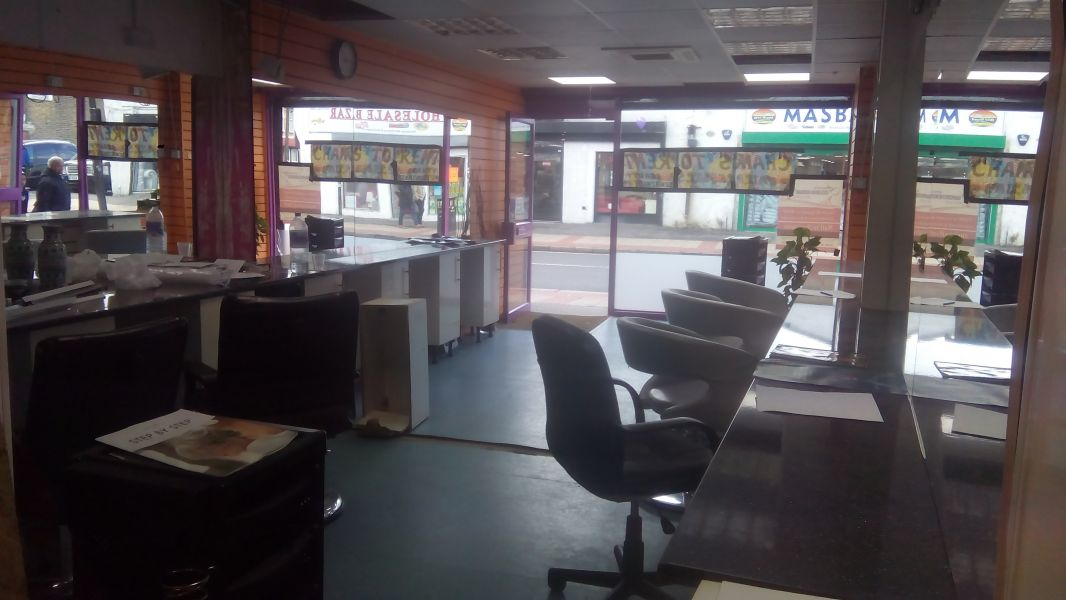 Shop, Office, Desk Space, Barber Chairs to Let