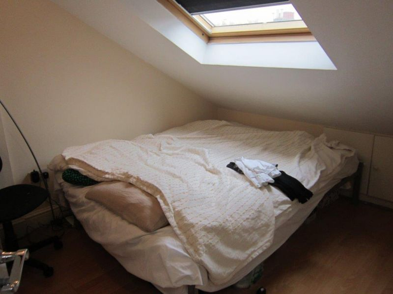 1 double bedroom bright top floor flat - £245pw available in February - West Kensington