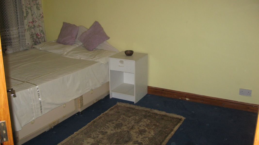 Double room for single female or two females