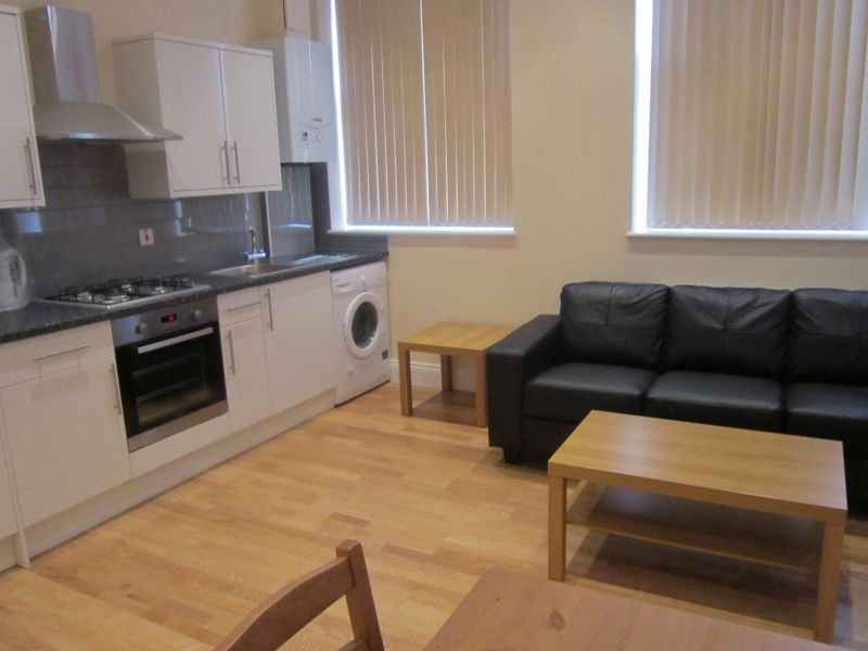 Spacious and bright 1 bedroom flat in perfect location for £310 pw